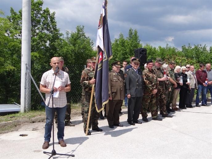 Otkrivena spomen ploča našem suborcu Slavku Vojaku u Cerju - HSS - Samobor